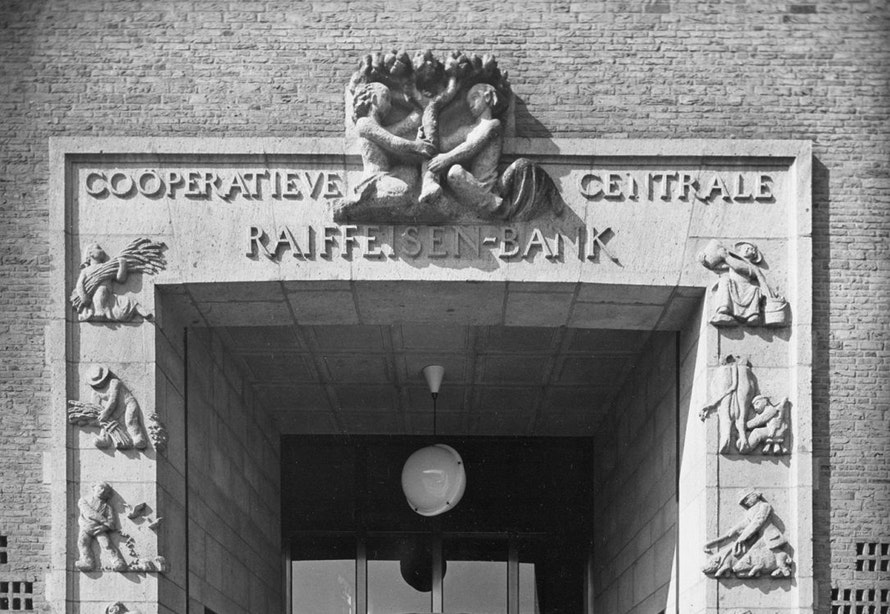 Kunst aan gebouwen: Bankpoort van Sint-Jacobsstraat naar Springweg