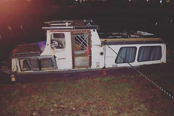 Meerdere bootjes illegaal aangemeerd in Oog in Al