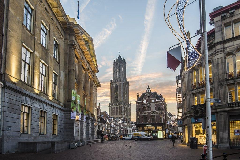 De geschiedenis van de Utrechtse Stadhuisbrug als stadsplein