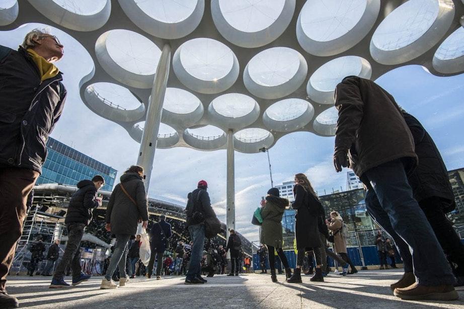 Week lang lichtshow te zien op Stationsplein in Utrecht