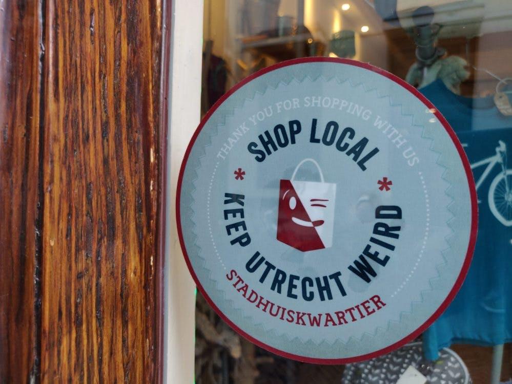 Stickeractie om kleine Utrechtse winkeliers te steunen: 'Ze bepalen het karakter van de stad'