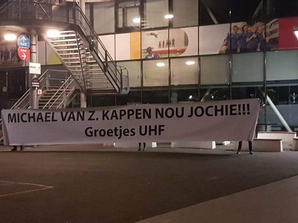 Spandoek tegen Utrechtse anti-Zwarte Piet-activist bij Galgenwaard: 'Kappen nou'