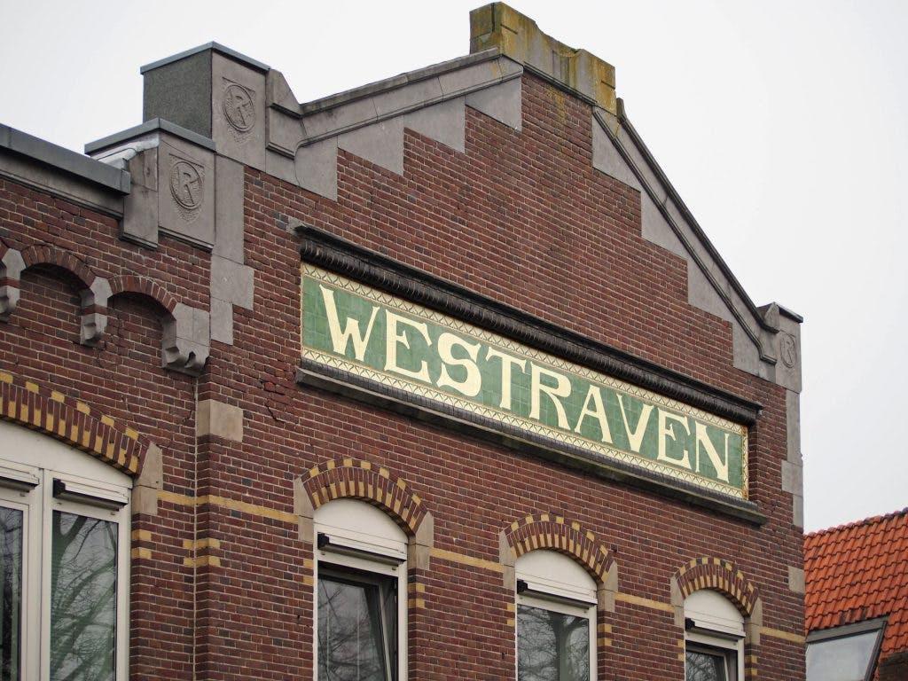 Kunst aan gebouwen: Tegeltableaus herinneren aan Westraven