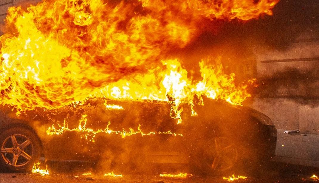 Vijf verdachten van autobranden langer in de cel
