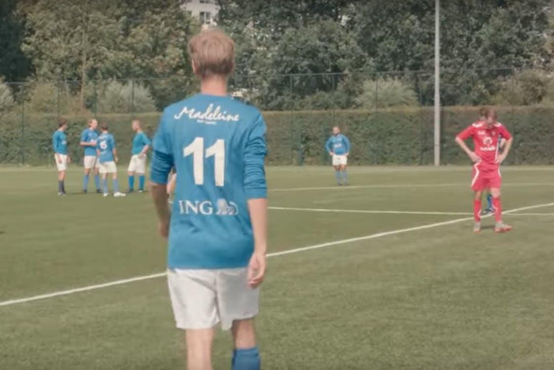 Documentaire Kelderklasse 15 over voetbalteam Kampong op Youtube