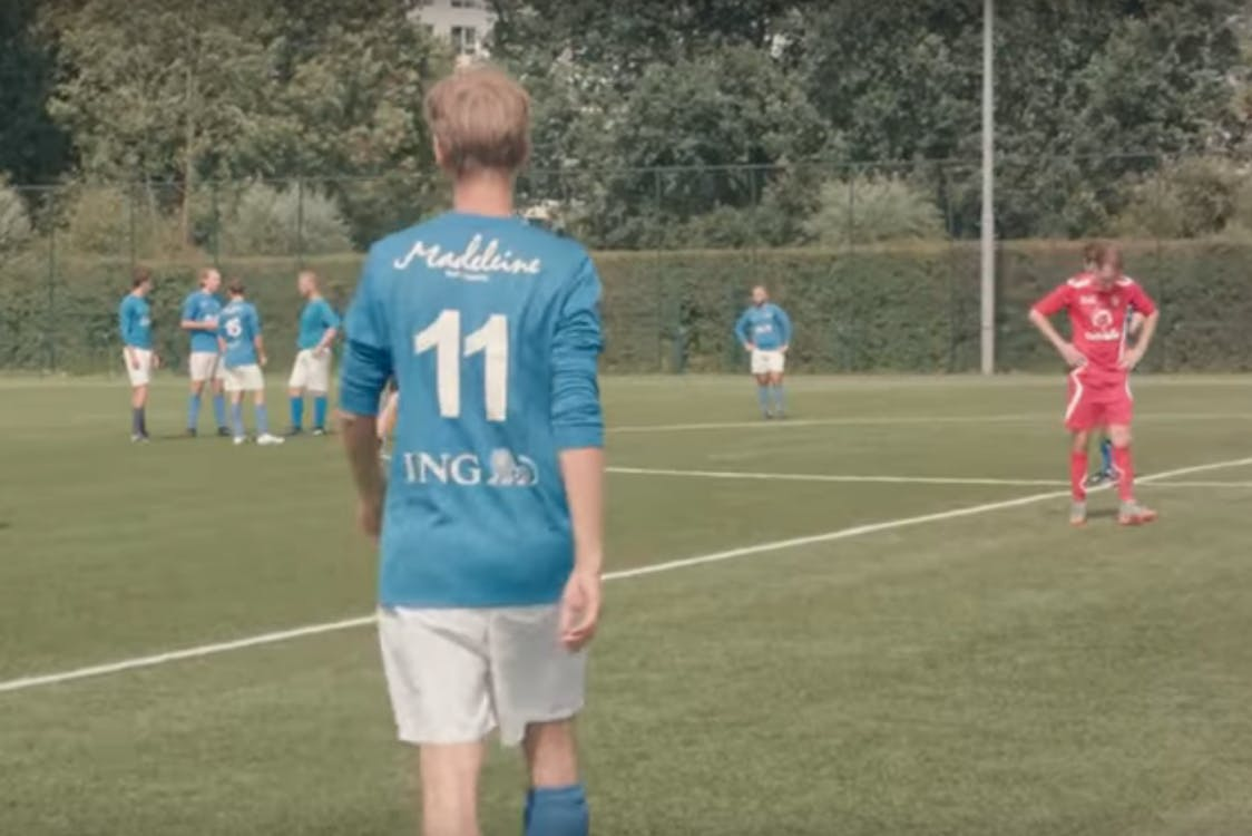 Documentaire Kelderklasse 15 over voetbalteam Kampong op Youtube