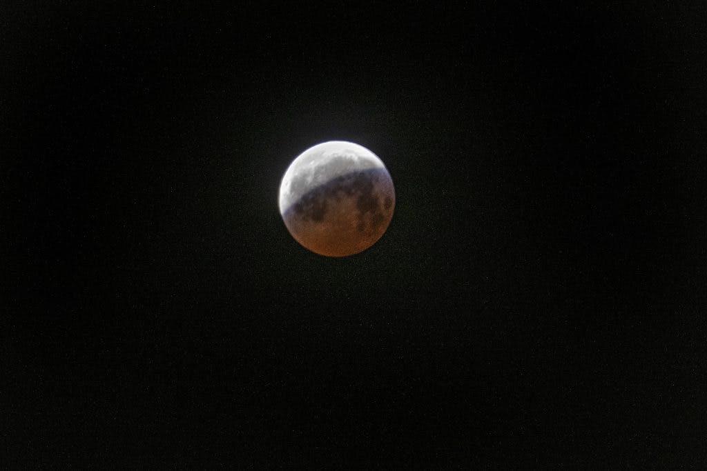 Utrechters leggen maansverduistering vast