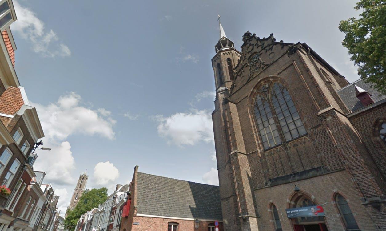 Honderden ondertekenaars om Catharinakerk aan de Lange Nieuwstraat te behouden