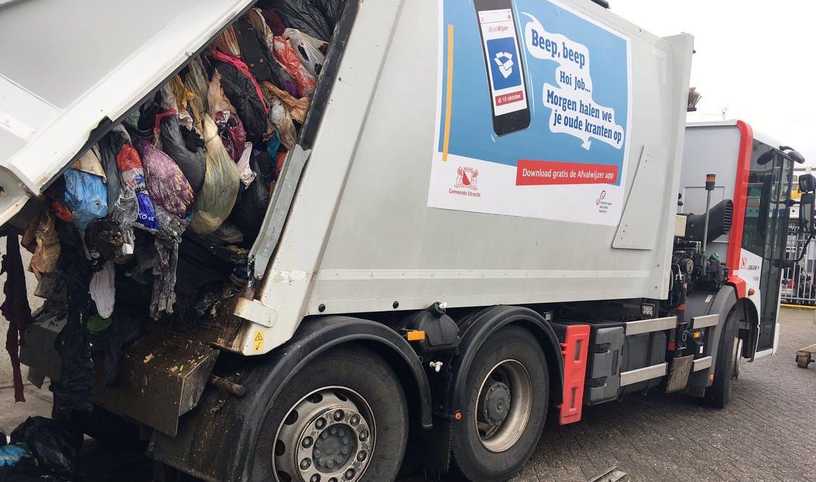 Oproep aan Utrechters: 'Gooi geen afval in de textielbak'