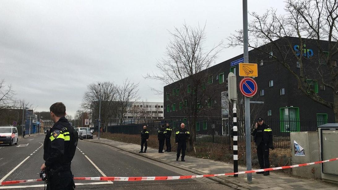 Middelbare school aan Europalaan ontruimd na telefonische bedreiging; Verdachte aangehouden