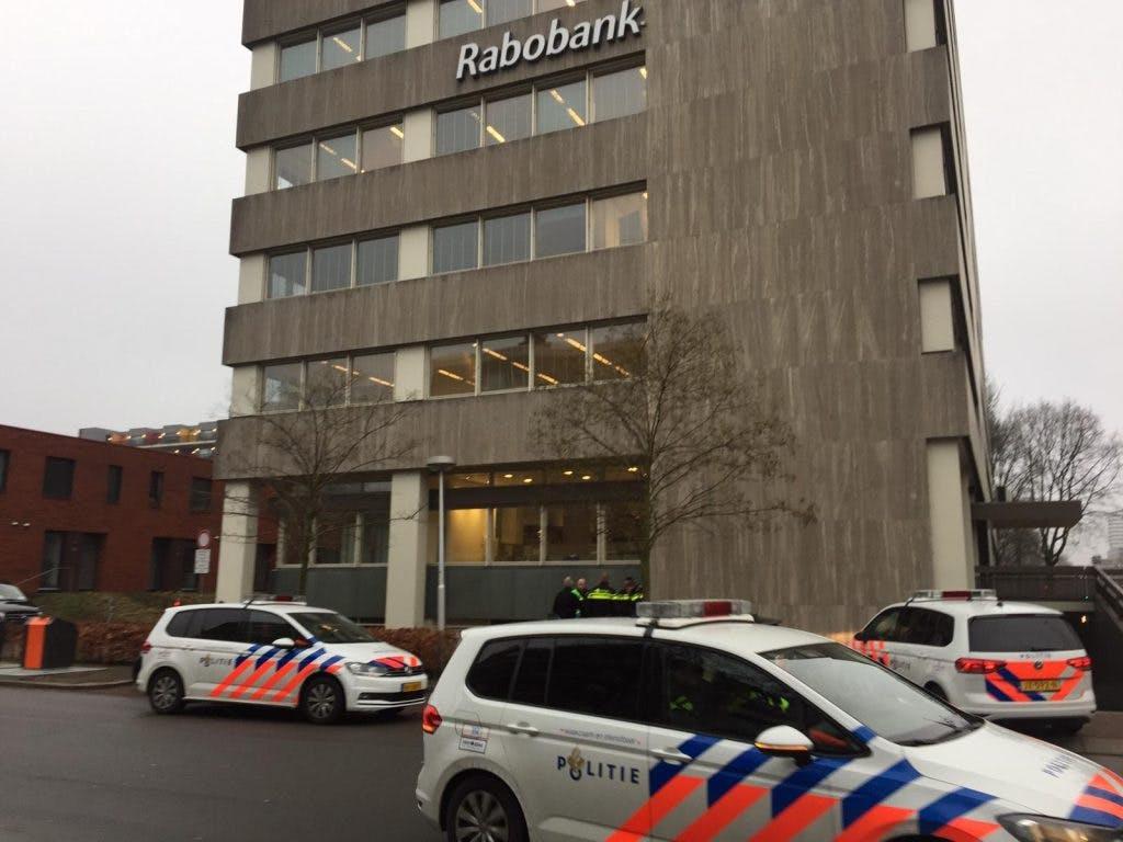 Weer verdacht pakketje aangetroffen nabij Rabobank in Utrecht; omgeving afgezet en EOD aanwezig