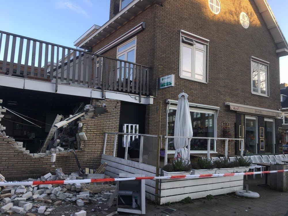 Door plofkraak beschadigd restaurant Smoesjes weer open