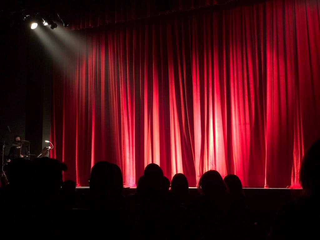 Ga eens naar een podium of theater! (+ agenda)