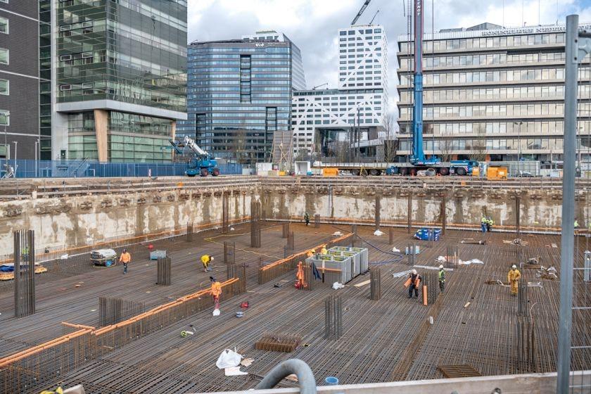 550 vrachtwagens brengen 5,6 miljoen liter beton voor bouw Galaxy Tower Jaarbeursplein