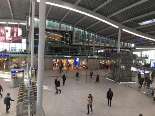 Drukte op wegen rond Utrecht wordt minder; Treinen station Utrecht Centraal weer vertrokken
