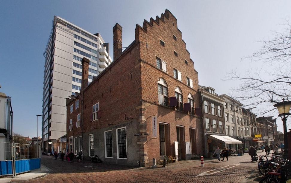 Drakenburg: oeroud stadskasteel met 'nieuwe' voorgevel