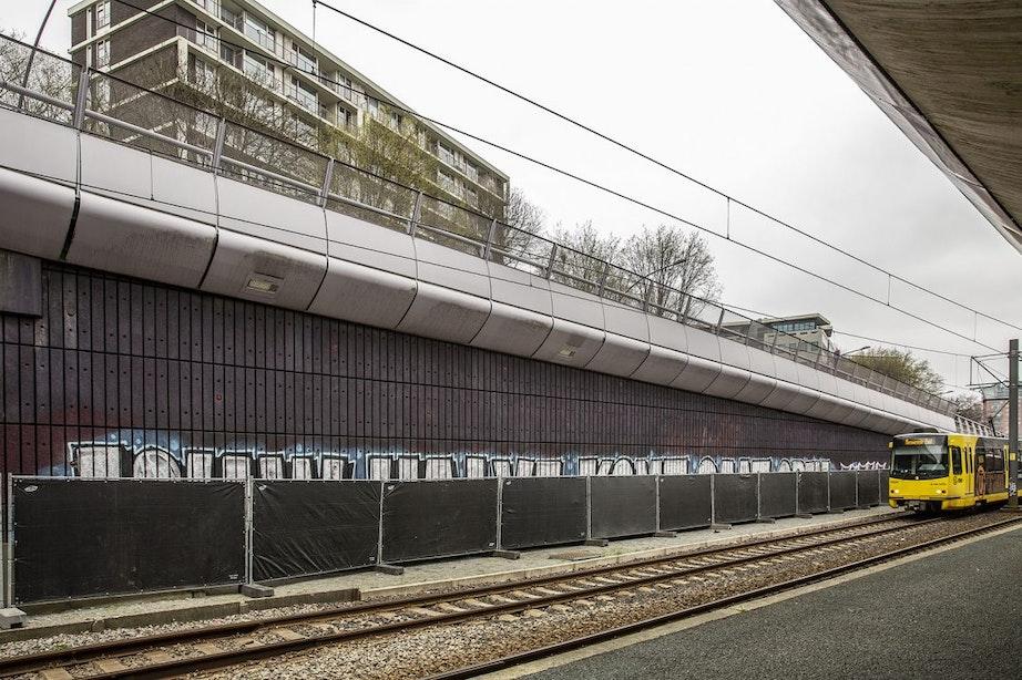 20 meter lange graffiti bij 24 Oktoberplein verwijst naar verdachte aanslag