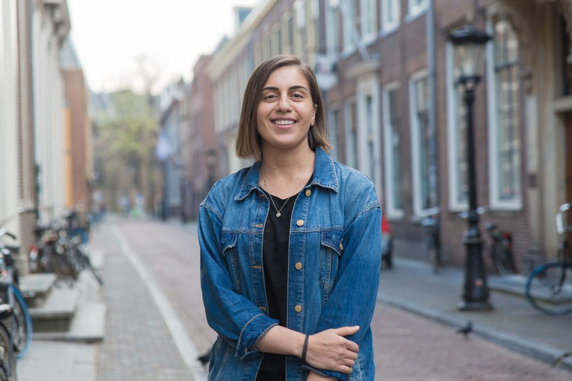 Allemaal Utrechters – Yasmeen Smadi: 'Ik vind fietsen in de stad eng, dus loop overal naartoe'
