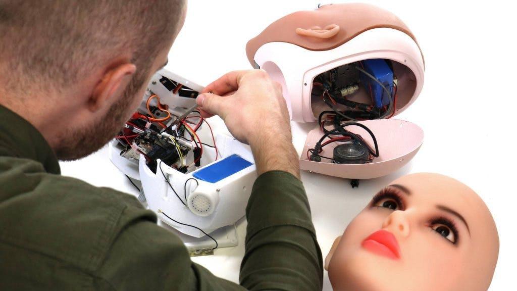 In Utrecht eerste interview met seksrobot