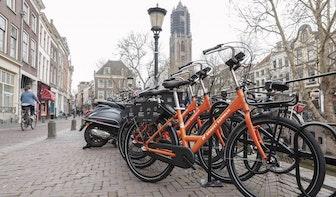 Ook bij stations in Utrecht komen de oranje deelfietsen van Donkey Republic