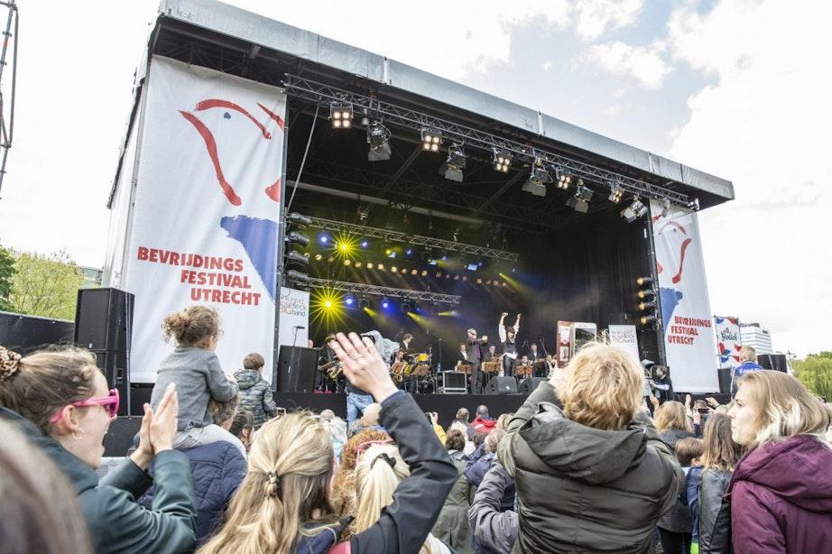 Foto's: Ondanks regen en kou was Bevrijdingsfestival weer een groot feest