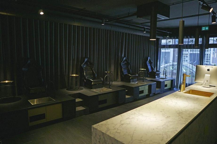 Sportsbar geopend aan Voorstraat waar mannen ook nieuw kapsel of pedi- en manicure kunnen krijgen