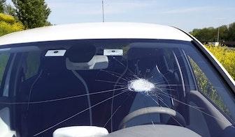 Auto's bekogeld met stenen in De Meern: 'Levensgevaarlijk'