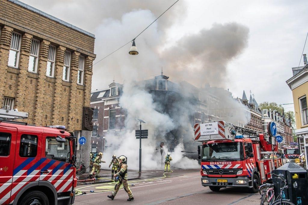 Uitslaande brand bij New York Pizza aan Nobelstraat in centrum Utrecht