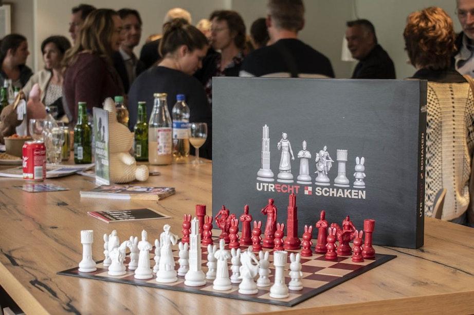Bijzonder Utrechts schaakspel uitgereikt