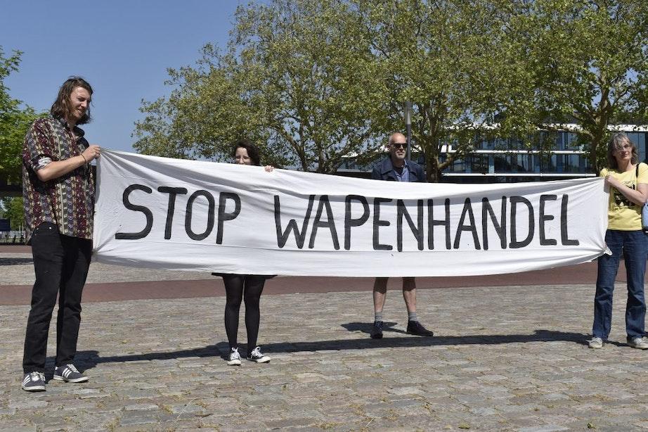 Protest bij Kromhoutkazerne tegen wapenhandel