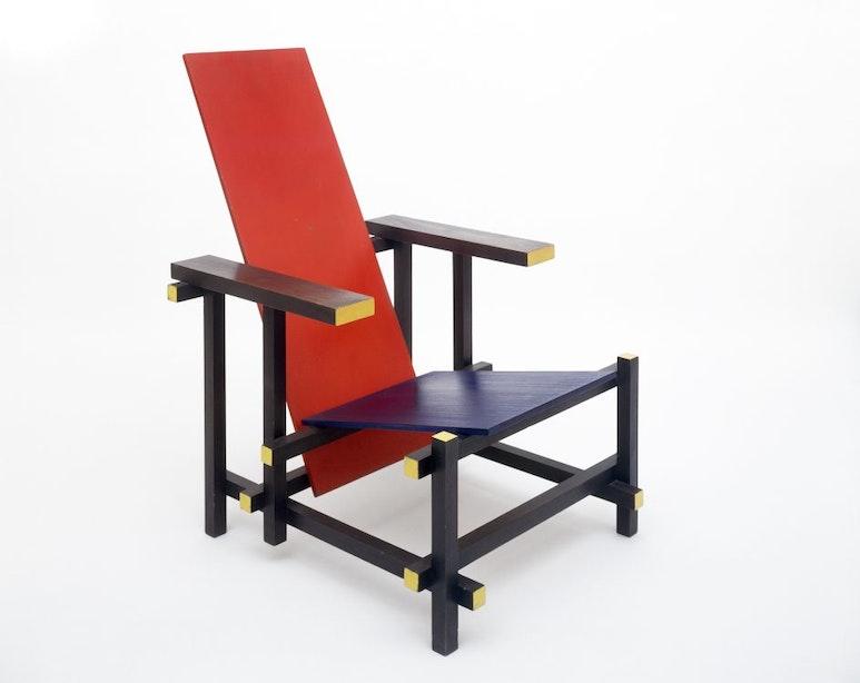 Leunstoel van Gerrit Rietveld 100 jaar oud