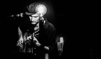 Dagtip: Live muziek van singer-songwriter Kinsmit bij wijnbar Verde Marrone