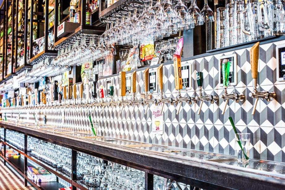 Nieuwe horecazaak op Mariaplaats heeft zelftapwand met 80 bieren en 60 wijnen