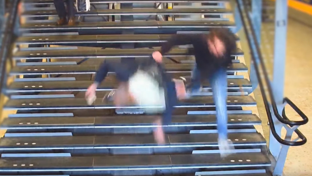 Identiteit vluchtende winkeldief die man van trap duwde bekend