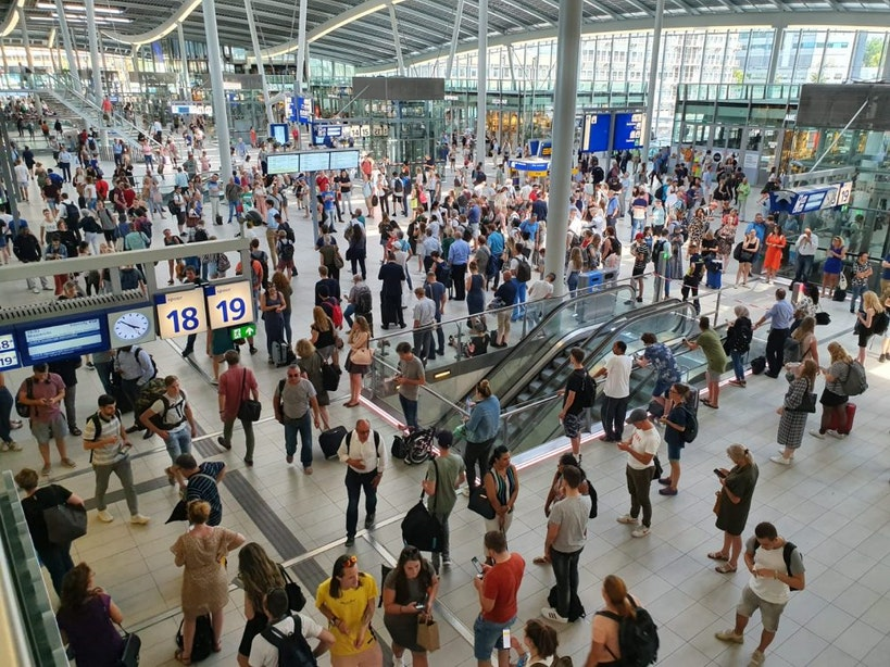 Ben & Jerry's deelt duizenden ijspotten uit op Utrecht Centraal