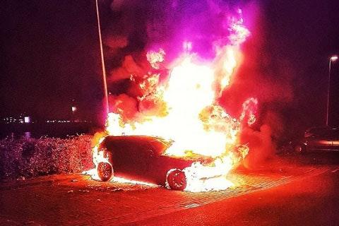 Persoon aangehouden tijdens autobrand Kanaleneiland