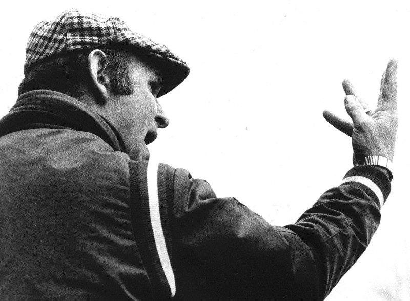 Markant voetbalicoon en oud-trainer FC Utrecht Barry Hughes overleden