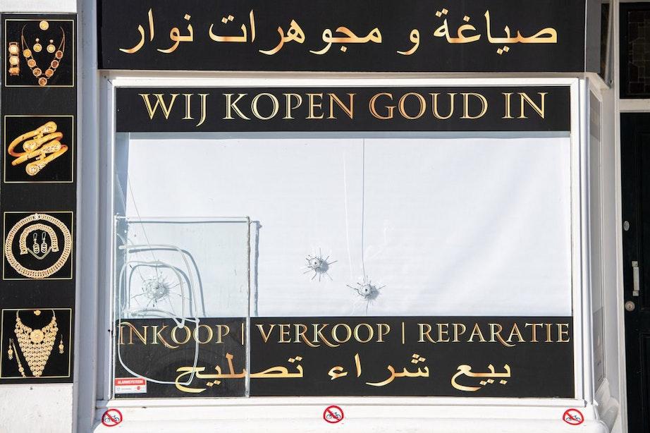 Juwelier Amsterdamsestraatweg is beschoten door man op fiets