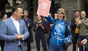 Gemeente: 'Bidbook laten overhandigen door fietskoerier was slecht voor beeldvorming'