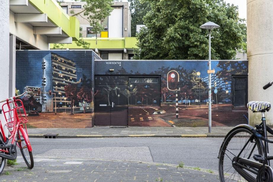 Nieuwe muurschildering Verfdokter: 'Overvecht is in de avond op zijn mooist'