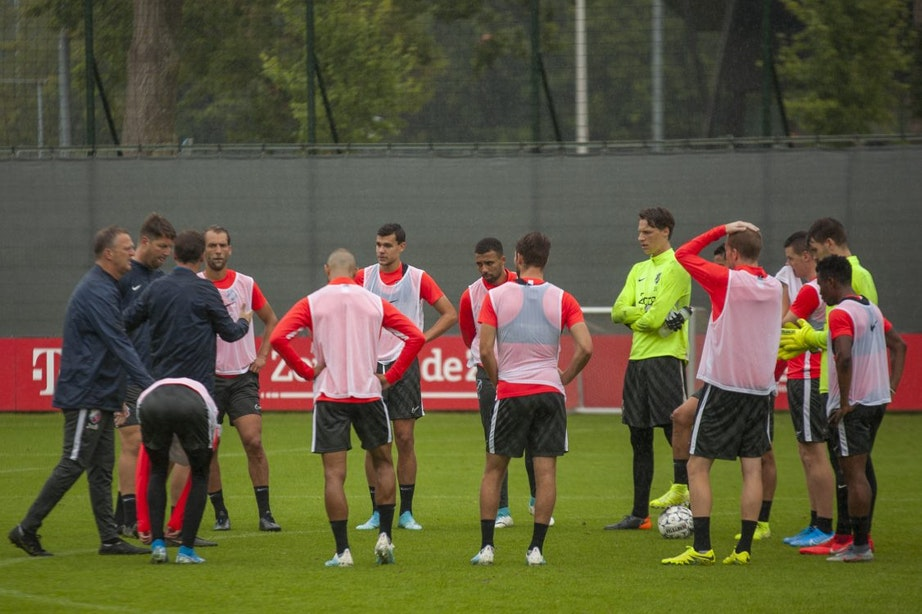 Van den Brom ziet FC Utrecht als favoriet tegen PEC Zwolle