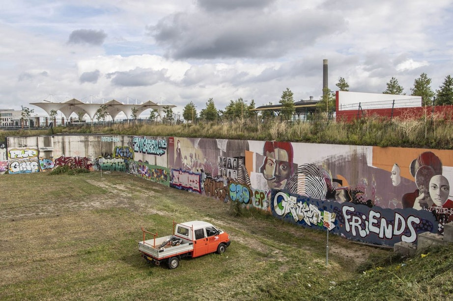 Muurschildering Berlijnplein al overgespoten: plan voor tweede gedeelte aangepast