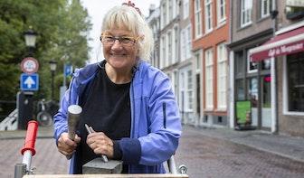Monique Beljaars beitelt voor De Letters van Utrecht: 'Een O is het leukst'