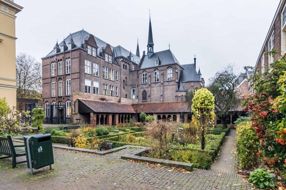 Wat moet er gebeuren met pleintje bij Pandhof Sinte Marie?