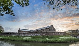 Voormalig gevangenis Wolvenplein verkocht: er komen woningen, horeca en brug over de singel