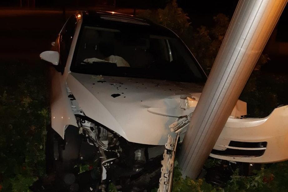 Automobilist neemt benen na ongeval; vermoedelijk lachgas in het spel