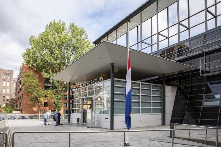 Vlaggen halfstok bij rechtbank & Utrechtse advocatenkantoren
