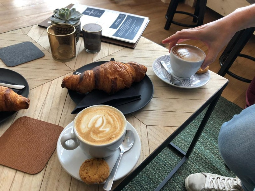 Jette & Jildou drinken koffie bij MØS: Een goede sloot koffie en keilekkere croissants