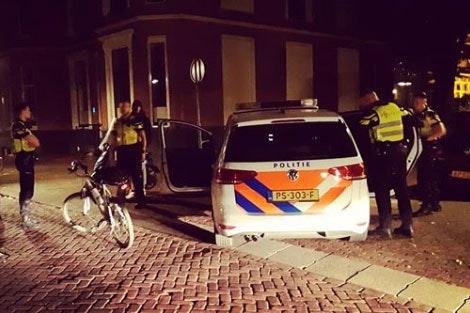 Scheldende bijrijder scooter na achtervolging opgepakt