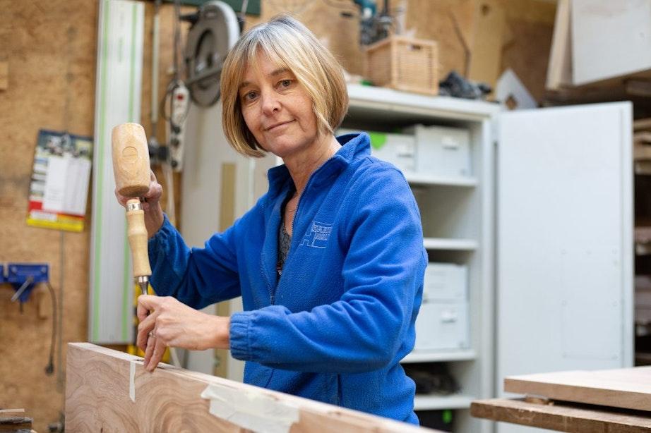 Utrecht volgens meubelmaker Saskia Bakker: 'Er zitten allerlei stukjes verhaal in het hout'